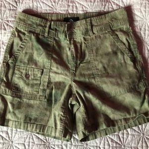 ❤️5/40❤️ camo shorts